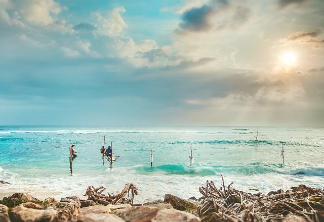 Sol y nubes en el Tiempo en Sri Lanka